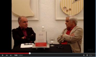 Juan Cruz conversando con Claudio Pérez Míguez.